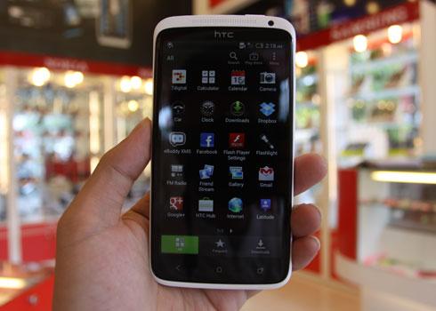 1002264463_HTC-one-X-3.jpg