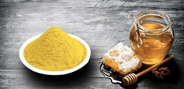 Những lợi ích tuyệt vời khi dùng tinh bột nghệ với mật ong