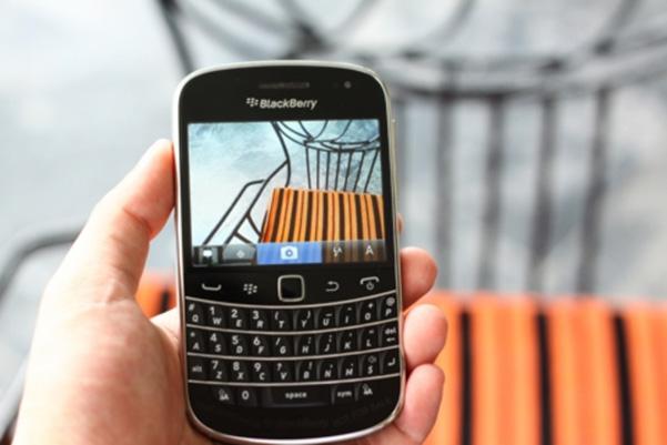 Giao diện chụp ảnh BlackBerry Bold Touch 9900