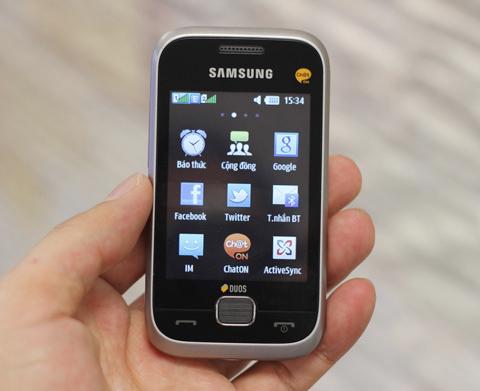 Samsung C3312 được cài đặt sẵn Facebook  và Twitter