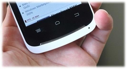 Mic của MobiiStar Touch S02 được đặt ở phía trái