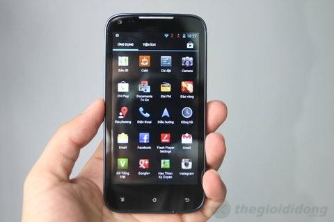 Menu chính trên nền HĐH Android 4.0.4 ICS nguyên bản