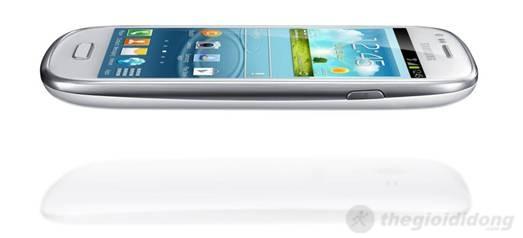 Samsung Galaxy S III mini khá tròn trĩnh, các cạnh bo tròn sắc  xảo
