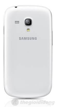 Camera 5.0 mp phía sau Galaxy S III mini, đèn flash  được dời xuống dưới không còn nằm ngang như Galaxy S III