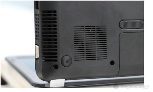 Mặt dưới của máy được bố trí các khe tản nhiệt