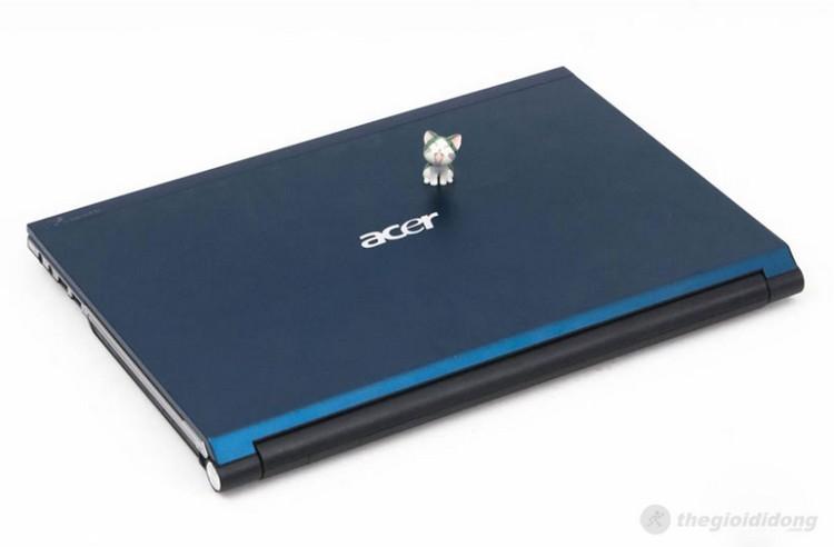 Aspire 4830 có nắp bằng nhôm sơn xanh nhám