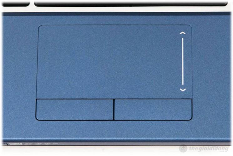 Touchpad của Aspire 4830 được sơn màu xanh