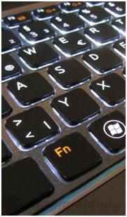 Bàn phím chiclet cùng với đèn nền, touchpad rộng rãi