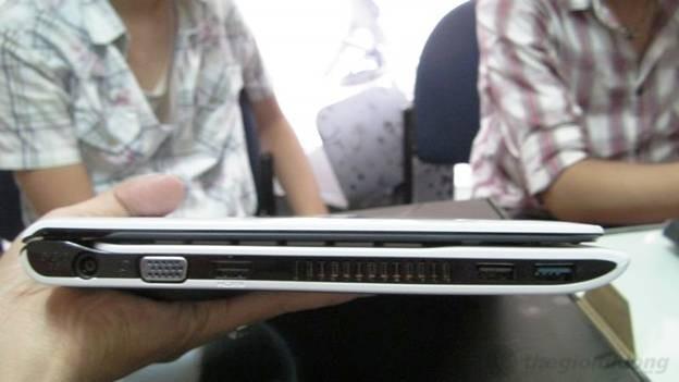 Cạnh trái  Sony Vaio SVE11125