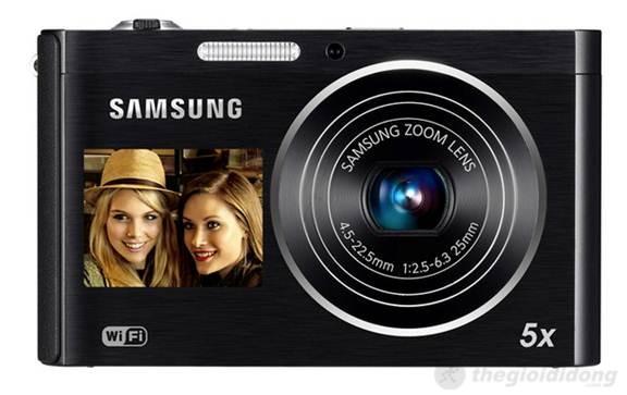 Mặt trước của DV300F gồm cụm ống kính  Samsung Zoom Lens zoom quang 5x hỗ trợ chống rung, đèn Flash trợ sáng và màn  hình thứ 2
